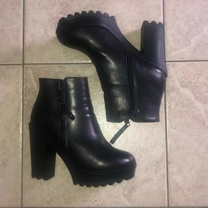 Chunky Steve Madden Booties With Zippers- Sz 6